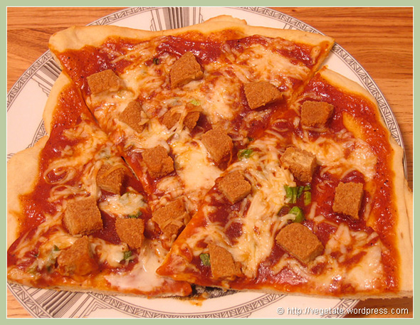 "BBQ ""Chick-n"" Pizza - From Vegetate, Vegan Cooking & Food Blog"