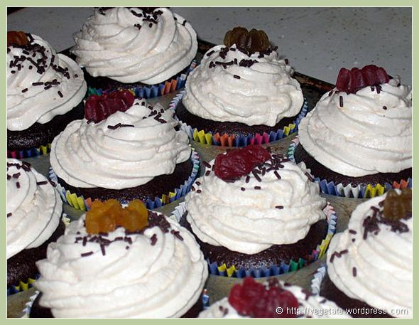 Gummi Bear Cupcakes - From Vegetate, Vegan Cooking & Food Blog